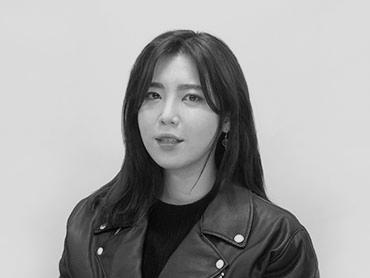 <span>김동희</span><i>→</i>