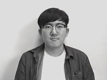 <span>김영범</span><i>→</i>